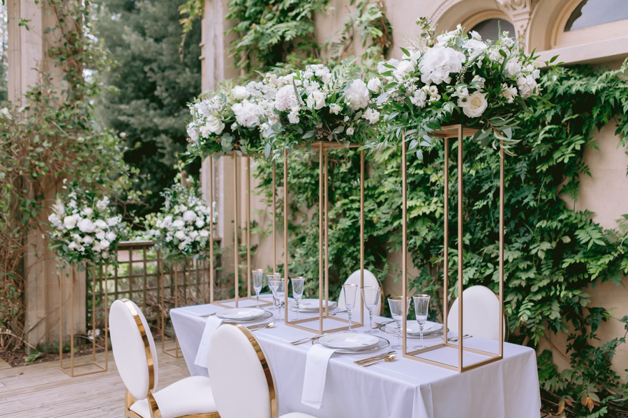 Glamorous, elegant, and timeless gold wedding styling ideas from Orchardleigh, with Keyleigh Marie weddings and Jennifer Jane Photography (40)