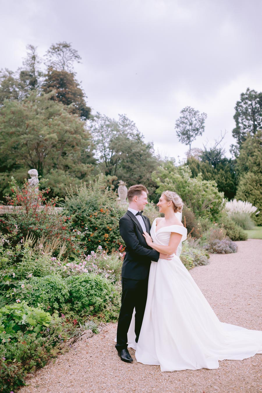 Glamorous, elegant, and timeless gold wedding styling ideas from Orchardleigh, with Keyleigh Marie weddings and Jennifer Jane Photography (3)