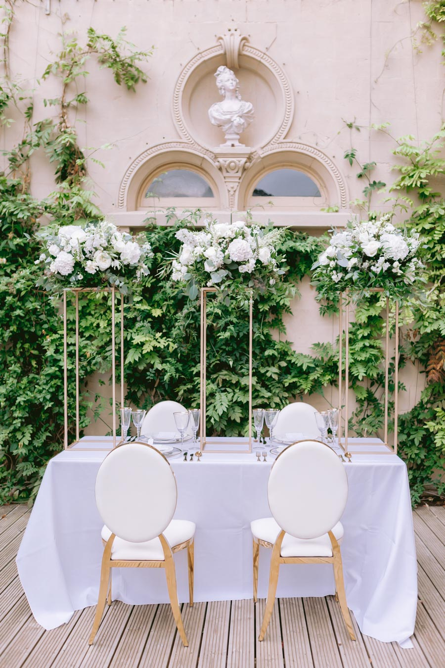 Glamorous, elegant, and timeless gold wedding styling ideas from Orchardleigh, with Keyleigh Marie weddings and Jennifer Jane Photography (41)