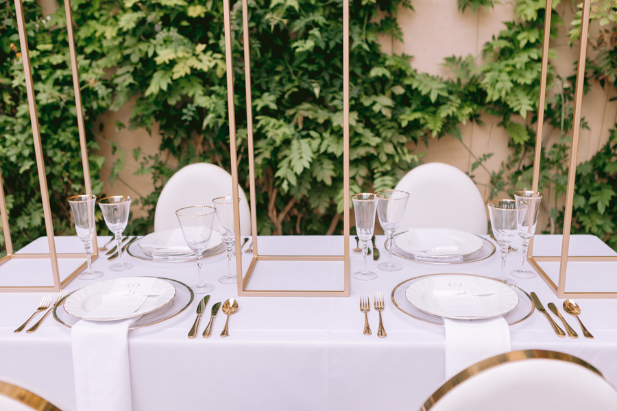 Glamorous, elegant, and timeless gold wedding styling ideas from Orchardleigh, with Keyleigh Marie weddings and Jennifer Jane Photography (42)