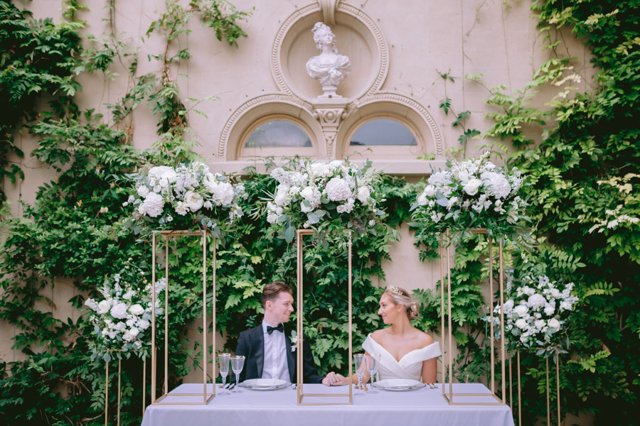 Glamorous, elegant, and timeless gold wedding styling ideas from Orchardleigh, with Keyleigh Marie weddings and Jennifer Jane Photography (46)
