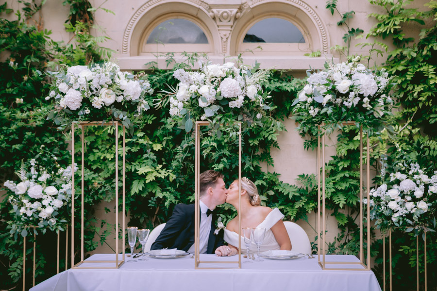 Glamorous, elegant, and timeless gold wedding styling ideas from Orchardleigh, with Keyleigh Marie weddings and Jennifer Jane Photography (47)