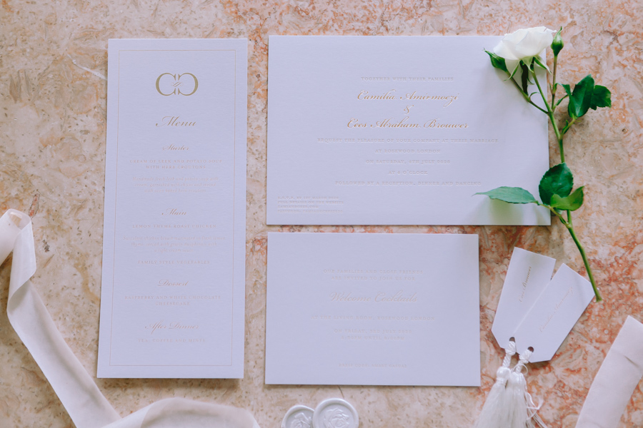 Glamorous, elegant, and timeless gold wedding styling ideas from Orchardleigh, with Keyleigh Marie weddings and Jennifer Jane Photography (48)