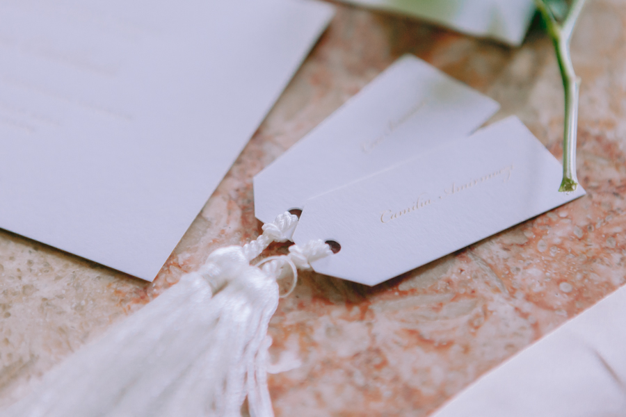 Glamorous, elegant, and timeless gold wedding styling ideas from Orchardleigh, with Keyleigh Marie weddings and Jennifer Jane Photography (49)