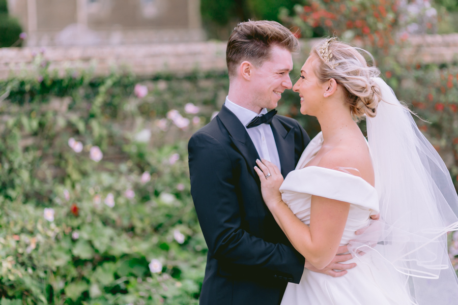 Glamorous, elegant, and timeless gold wedding styling ideas from Orchardleigh, with Keyleigh Marie weddings and Jennifer Jane Photography (5)