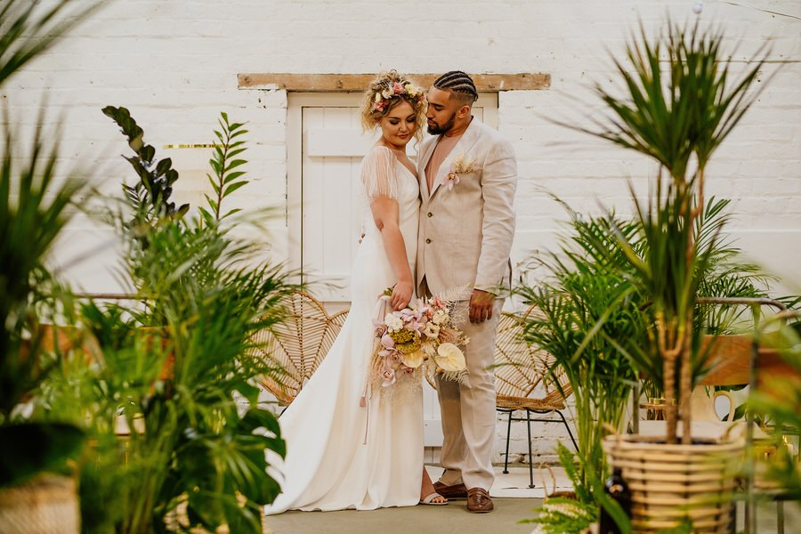 Free spirited modern jungle wedding inspiration at White Syke Fields, image credit Jenna Kathleen Photography (10)