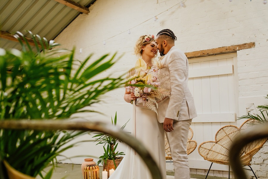 Free spirited modern jungle wedding inspiration at White Syke Fields, image credit Jenna Kathleen Photography (12)