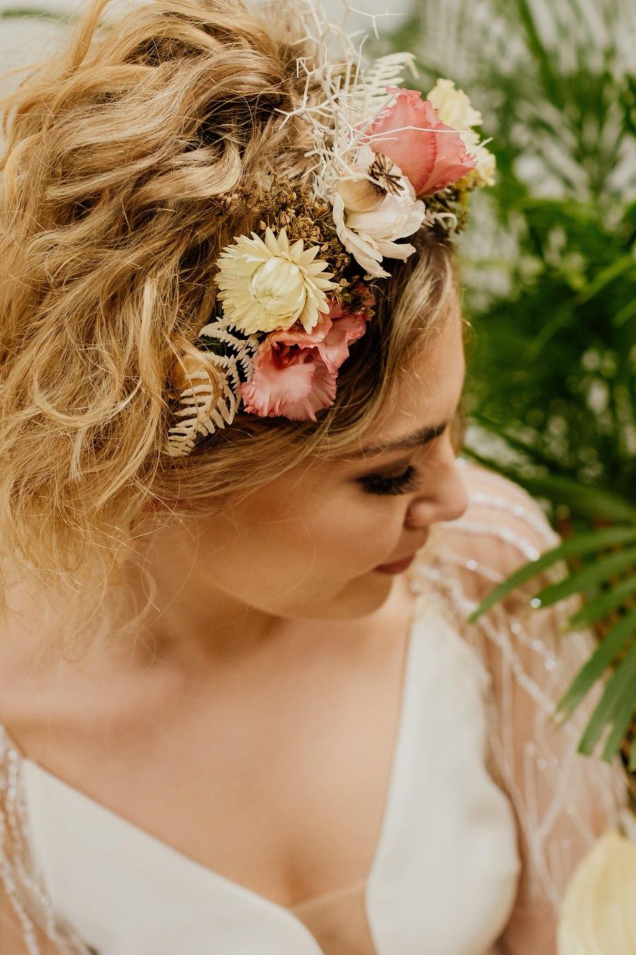 Free spirited modern jungle wedding inspiration at White Syke Fields, image credit Jenna Kathleen Photography (14)