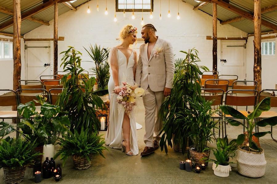 Free spirited modern jungle wedding inspiration at White Syke Fields, image credit Jenna Kathleen Photography (16)