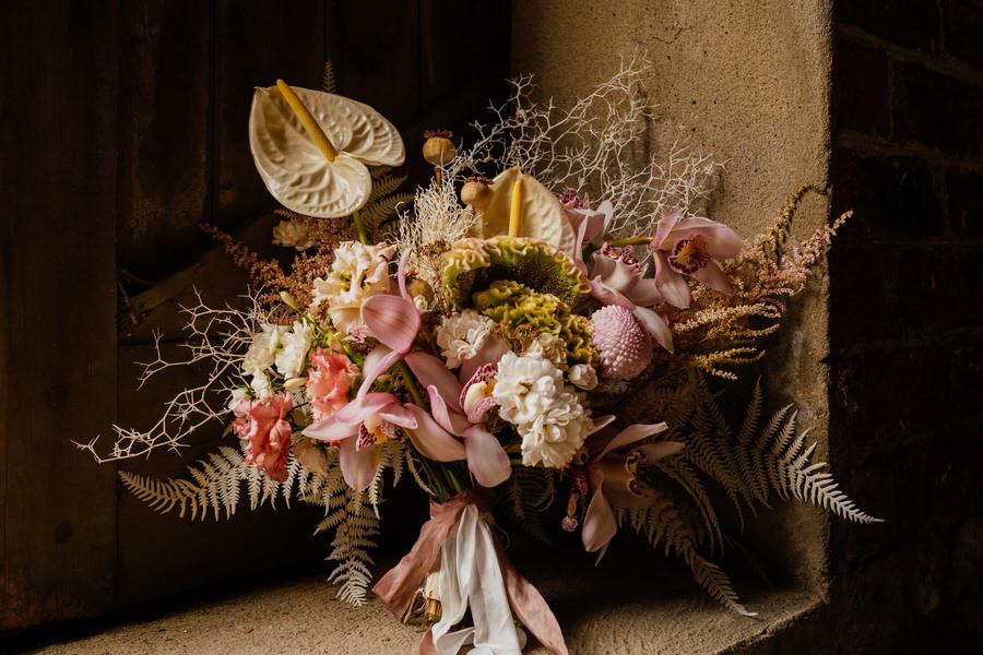 Free spirited modern jungle wedding inspiration at White Syke Fields, image credit Jenna Kathleen Photography (20)