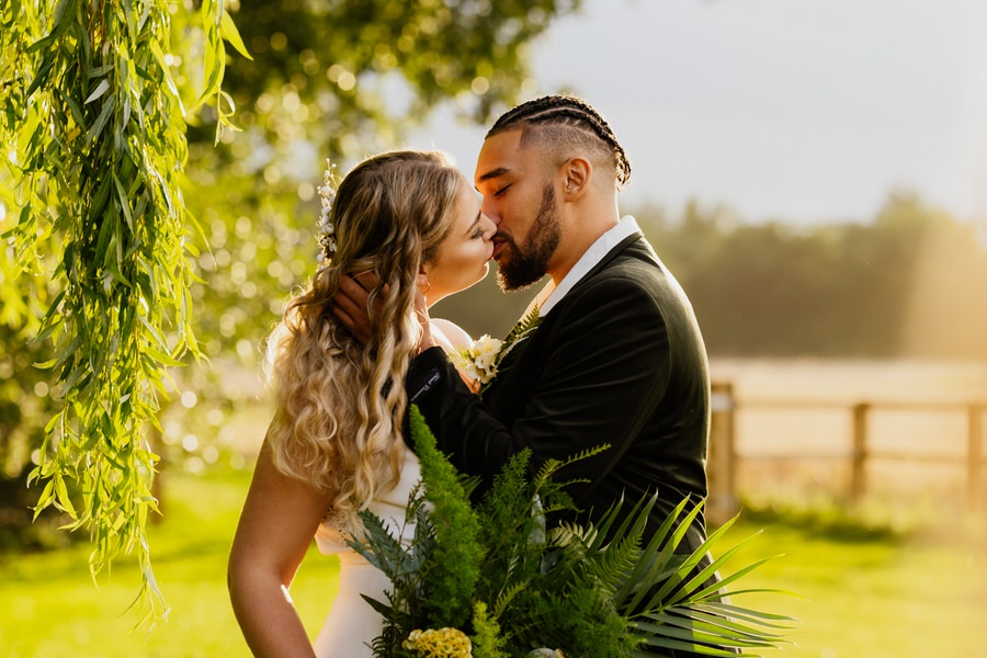 Free spirited modern jungle wedding inspiration at White Syke Fields, image credit Jenna Kathleen Photography (28)
