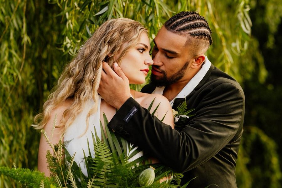 Free spirited modern jungle wedding inspiration at White Syke Fields, image credit Jenna Kathleen Photography (29)