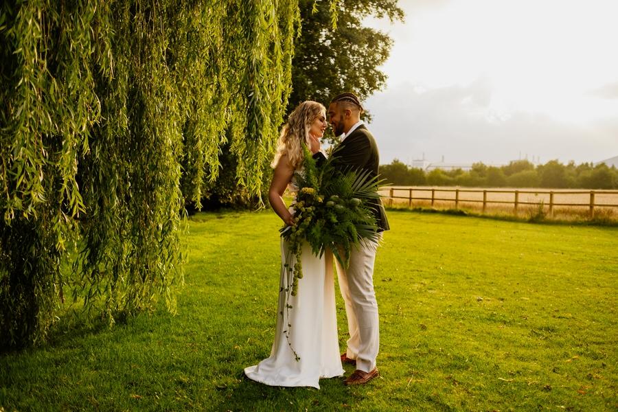 Free spirited modern jungle wedding inspiration at White Syke Fields, image credit Jenna Kathleen Photography (30)