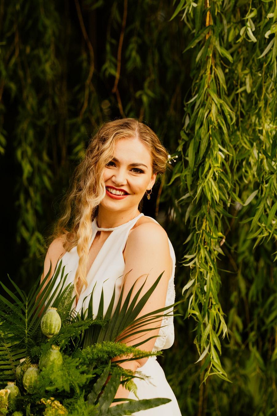 Free spirited modern jungle wedding inspiration at White Syke Fields, image credit Jenna Kathleen Photography (31)