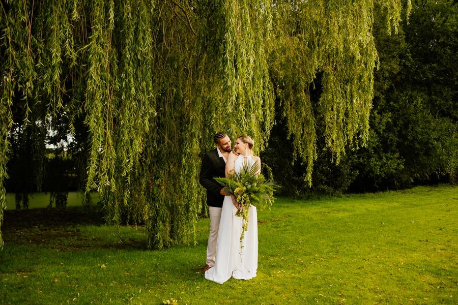 Free spirited modern jungle wedding inspiration at White Syke Fields, image credit Jenna Kathleen Photography (32)