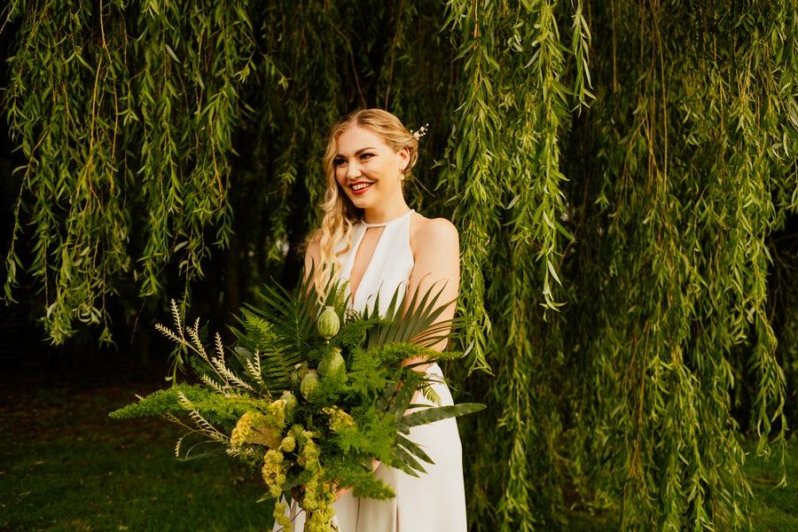 Free spirited modern jungle wedding inspiration at White Syke Fields, image credit Jenna Kathleen Photography (33)