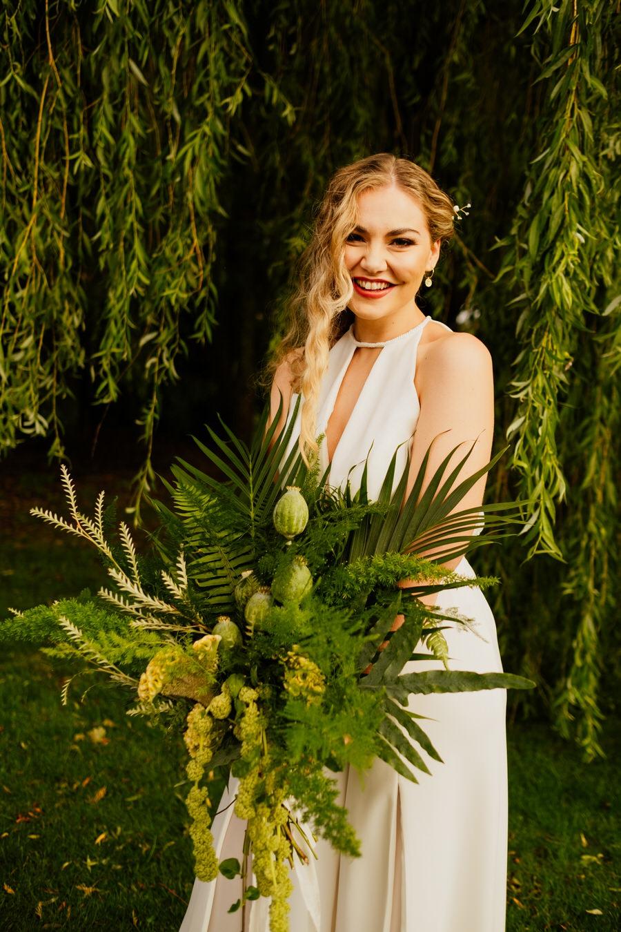 Free spirited modern jungle wedding inspiration at White Syke Fields, image credit Jenna Kathleen Photography (34)