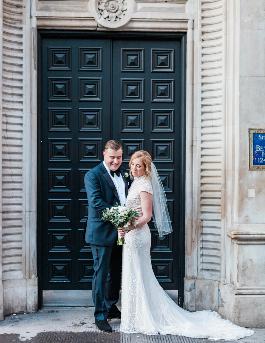 Rebecca & Tom's gloriously glamorous Andaz Hotel wedding, with Amanda Karen Photography (9)