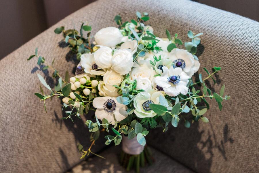 Rebecca & Tom's gloriously glamorous Andaz Hotel wedding, with Amanda Karen Photography (43)
