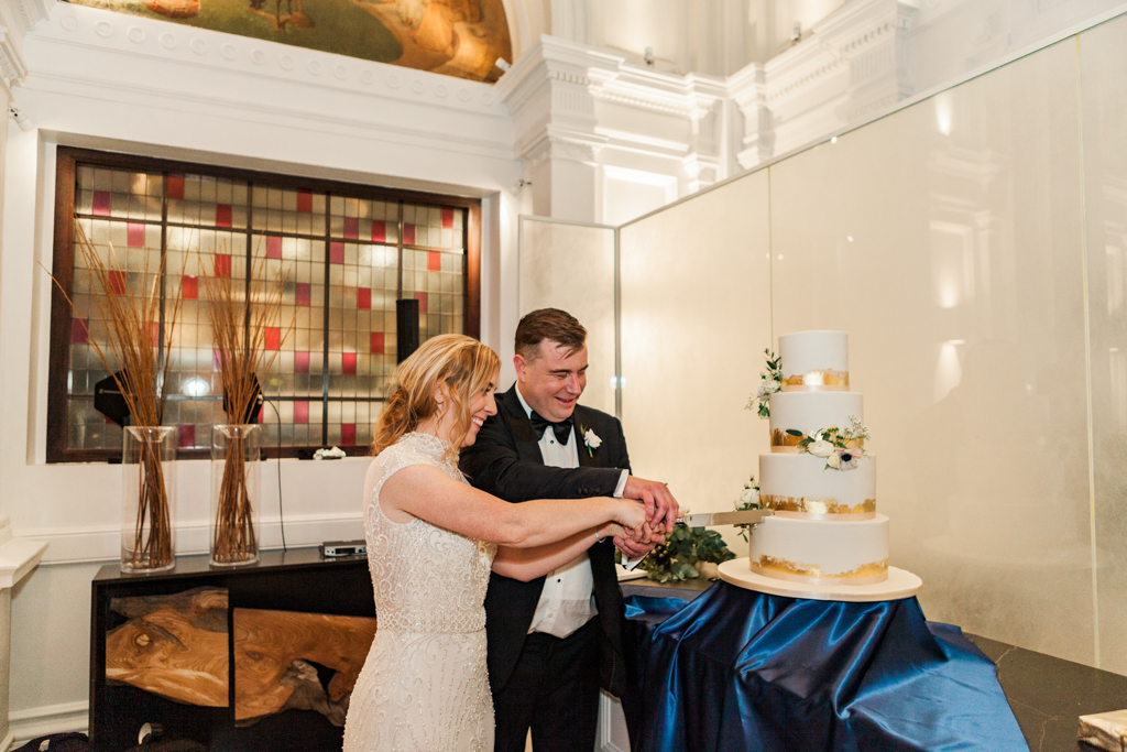 Rebecca & Tom's gloriously glamorous Andaz Hotel wedding, with Amanda Karen Photography (5)