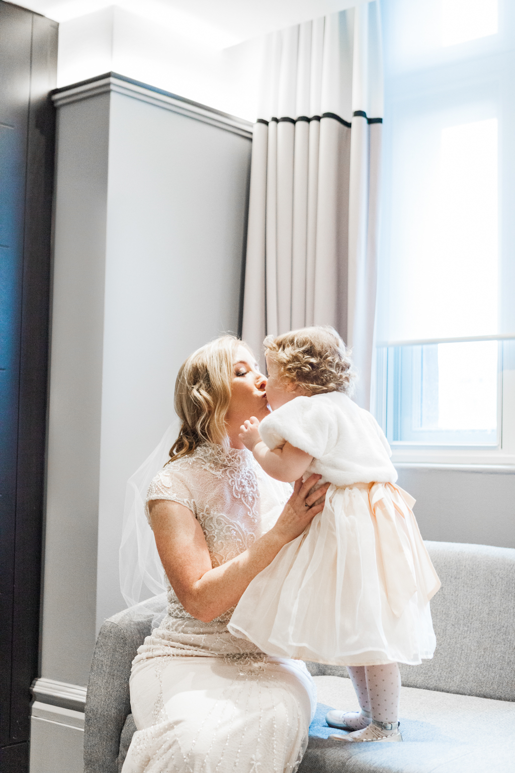 Rebecca & Tom's gloriously glamorous Andaz Hotel wedding, with Amanda Karen Photography (40)