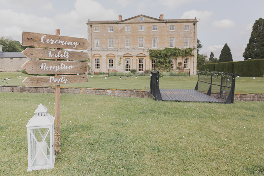 Summer Wedding at Courteen Hall by ferri Photography