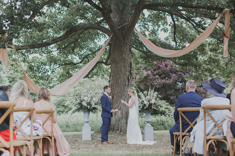 Summer outdoor cwedding ceremony by Ferri Photography
