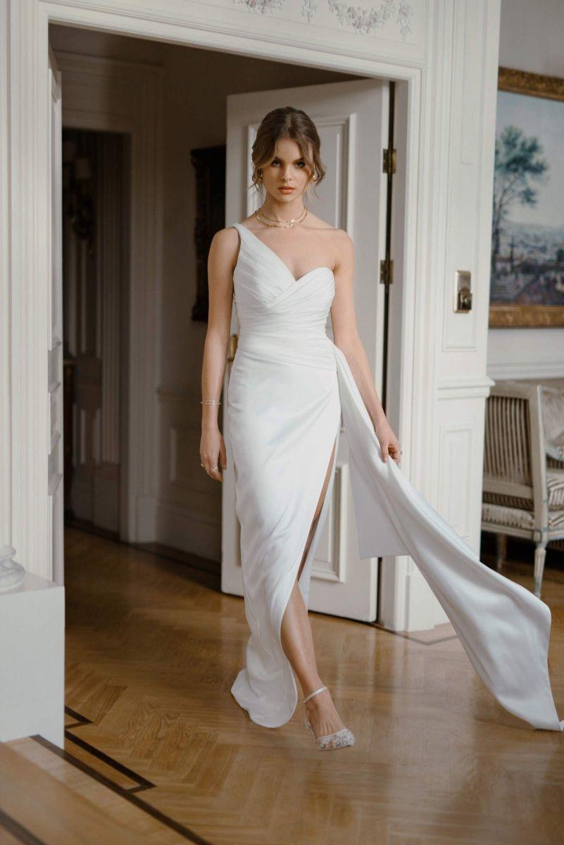 Sexy modern wedding dress by Karin Rom